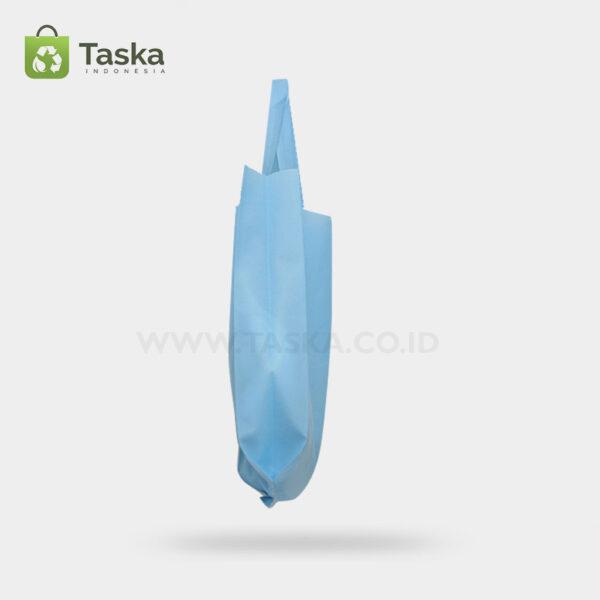 Tas Press Spunbond Handle – Biru Muda 30×40 Cm – Sisi Samping Kanan
