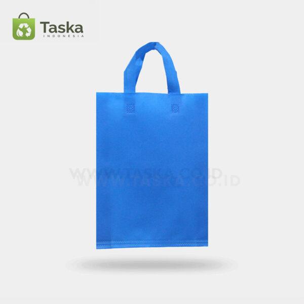 Tas Press Spunbond Handle – Biru Pocari 30×40 Cm – Sisi Depan