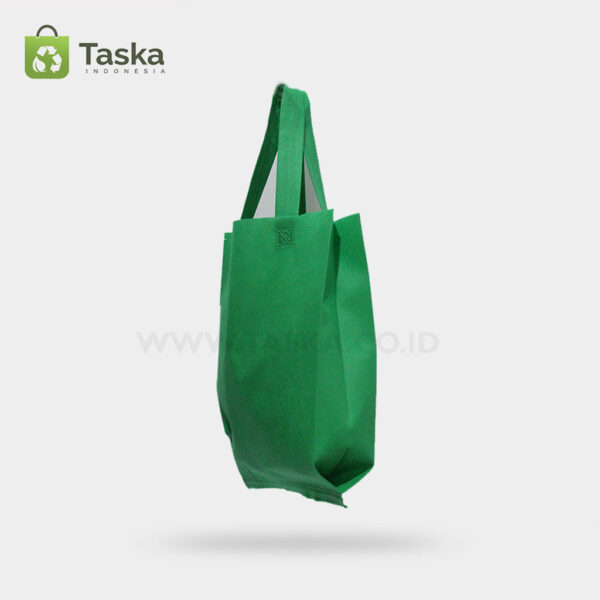 Tas Press Spunbond Handle – Hijau Tua 30×40 Cm – Sisi Kanan